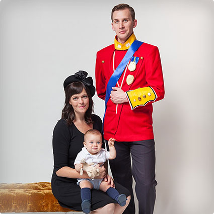 39 diy couples halloween costumes you need to make this year royal family costume solutioingenieria Images